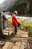 Kabelbil över floden på vägen till Machu Picchu Royaltyfria Bilder