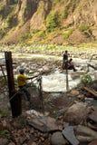 Kabelbil över floden på vägen till Machu Picchu Arkivbilder