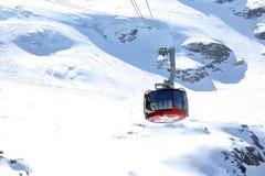Kabelbil på det Titlis berget, Schweiz Arkivbild