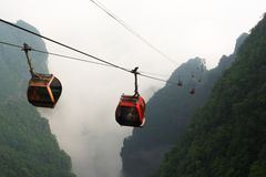 Kabelbilar i den Tianmen bergnationalparken, Zhangjiajie, Kina Arkivbild