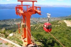 Kabelbilar i rörelse på Cerro Otto - Bariloche Arkivfoton