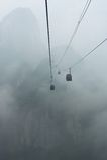 Kabelbilar till det Tianmen berget i misten, Zhangjiajie, Kina Fotografering för Bildbyråer