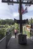 Kabelbilen från MÃ-¼ rren till fängelset, Schweiz Arkivbilder