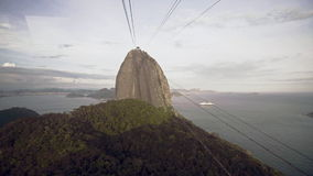 Kabelbiltrafik på Sugar Loaf Mountain arkivfilmer