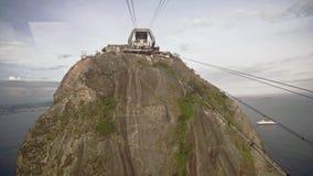 Kabelbiltrafik på Sugar Loaf Mountain lager videofilmer
