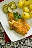 Kabeljauwvisfilet met aardappels Stock Afbeelding