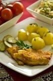 Kabeljauwvisfilet met aardappels Stock Afbeeldingen