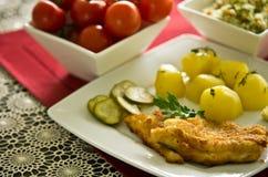 Kabeljauwvisfilet met aardappels Royalty-vrije Stock Foto's