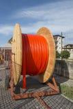 Kabelrullar och vägkonstruktion Arkivbilder