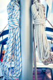 Kabels op mast, varende boot Stock Foto's