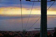 Kabels van een kabelbaan van Monte aan Funchal bij zonsondergang Madera, Portugal royalty-vrije stock fotografie
