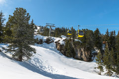 Kabelskiliften in Mayrhofen-skitoevlucht, Oostenrijk Royalty-vrije Stock Fotografie