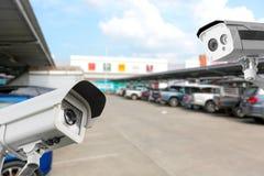 Kabeltelevisie-Camera bij het parkerenwarenhuis stock afbeelding
