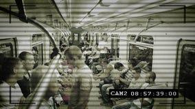 Kabeltelevisie-camera in metro, mensen die gelete op, grote broer zijn stock videobeelden