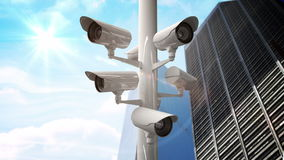 Kabeltelevisie-camera's tegen blauwe hemel