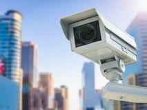 Kabeltelevisie-camera of veiligheidscamera op cityscape achtergrond Royalty-vrije Stock Afbeelding