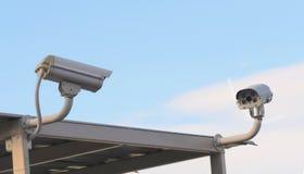 Kabeltelevisie-camera werd geïnstalleerd in de gang voor observatie stock foto