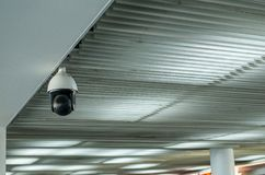 Kabeltelevisie in de bouw bij luchthaventerminal, de monitor van de Veiligheidscamera voor privacy royalty-vrije stock foto