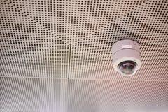 Kabeltelevisie-de muurplafond van de Veiligheidscamera Stock Foto