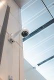 Kabeltelevisie-de muurplafond van de Veiligheidscamera Royalty-vrije Stock Afbeeldingen