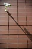 Kabeltelevisie op een bakstenen muur Royalty-vrije Stock Fotografie