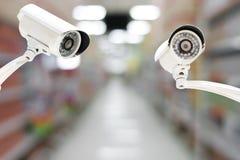 Kabeltelevisie-systeemveiligheid op de achtergrond van het Winkelcomplexonduidelijke beeld Stock Afbeelding