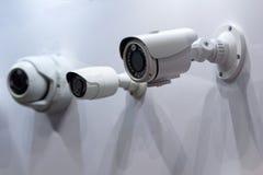 Kabeltelevisie-veiligheidscamera bij de tentoonstellingstribune stock afbeelding