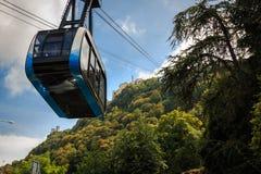 Kabelwagen aan de bergpost op Onderstel Titano in San Marino stock foto's