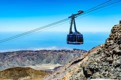 Kabelwagen aan de vulkaan Pico El Teide Stock Afbeeldingen