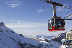 Kabelwagen aan MT Titlis in Zwitserland Stock Afbeeldingen
