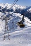 Kabelwagen in Alpen stock foto's