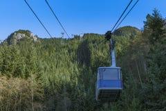 Kabelwagen bij Bergbasis Stock Afbeelding