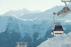 Kabelwagen bij skitoevlucht Arkhyz Stock Foto's