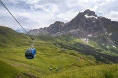 Kabelwagen in de alpen Stock Afbeeldingen