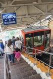 Kabelwagen in de Alpiene Route van Tateyama Kurobe, Japan Royalty-vrije Stock Afbeeldingen