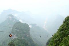 Kabelwagen in de Mist Stock Foto's
