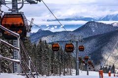 Kabelwagen in de winterbergen Ski Resort Jasna, Slowakije land Royalty-vrije Stock Foto's