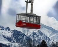 Kabelwagen en Mont Blanc stock afbeeldingen