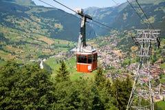 Kabelwagen in Grindelwald, het Kanton van Bern, Zwitserland Royalty-vrije Stock Foto's