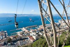 Kabelwagen naderbij komende Rots van Gibraltar Stock Foto