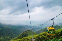 Kabelwagen op de berg Stock Afbeelding