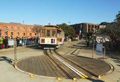 Kabelwagen op draaischijf in Hyde en Strandterminal in San Francisco stock foto