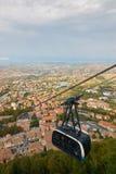 Kabelwagen in San Marino Mening van hierboven royalty-vrije stock foto's