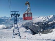 Kabelwagen in Zwitserse Alpen Stock Foto's
