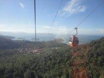 Kabelwagenmening van het bos, de oceaan en de eilanden stock afbeeldingen