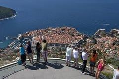 Kabelwagenpost boven de oude stad Dubrovnik Stock Afbeeldingen