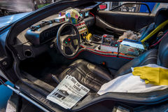 Kabin av den DeLorean tidmaskinen tillbaka till den framtida koncessionen som baseras på en DeLorean DMC-12 sportbil Arkivfoto
