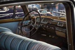 Kabin av den lyxiga bilen Mercedes-Benz 220S (W188), 1956 Royaltyfria Foton