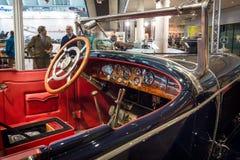 Kabin av en i naturlig storlek lyxig bil Mercedes 24/100/140 PS, 1925 Arkivfoto