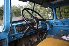 Kabin av en sovjetisk lastbil inom arkivbild